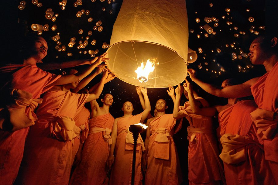 Holidays in Thailand - Floating Lantern Festival